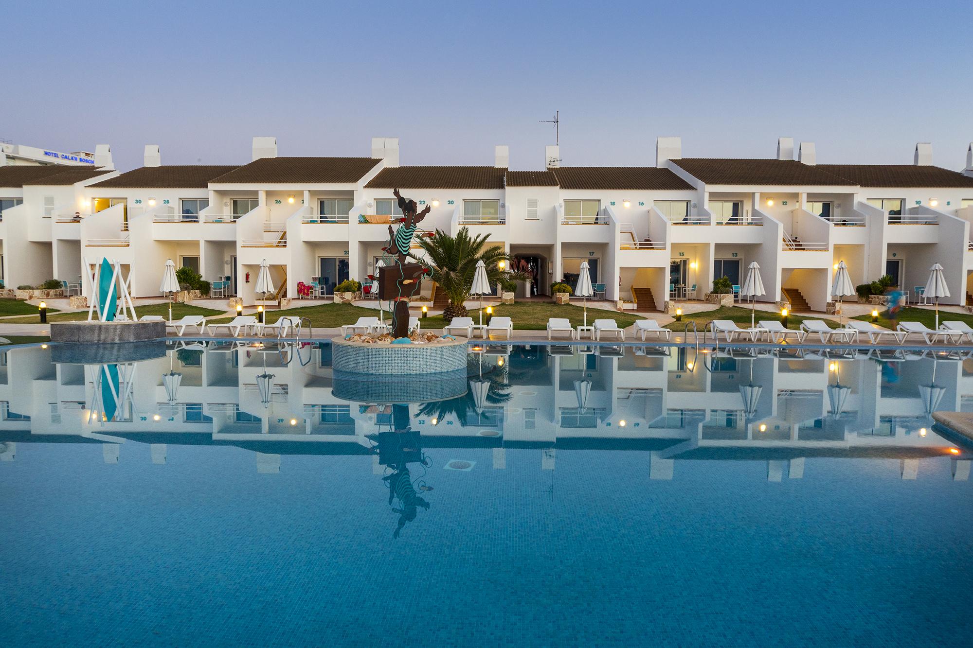 Hotel beach club en cala n bosch menorca hotel casas del lago - Hotel casas del lago menorca ...